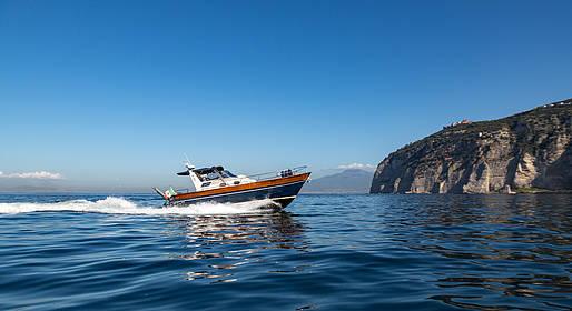 Charter System  - Tour a Positano e Amalfi con barca privata da Sorrento