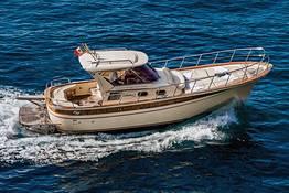 Capri Chic Gozzo Boat Tour from the Amalfi Coast