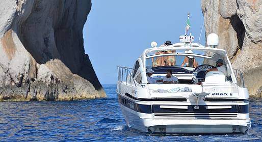 Capri Boat Service - Capri Tour via the Only Pershing 43 Yacht in the Bay