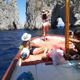 Blue Sea Capri - Capri a primavera! Giro in barca privato ai Faraglioni