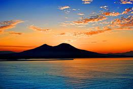 Napoli in goletta: esclusivo tour al tramonto