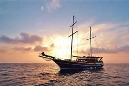 Ischia e Procida, tour con pranzo in goletta
