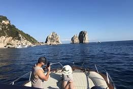 Day tour in barca a Capri + pranzo nella baia di Nerano
