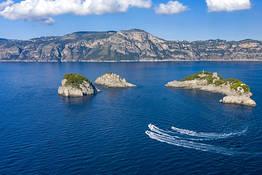 Amalfi e Positano: tour privato in barca di un giorno