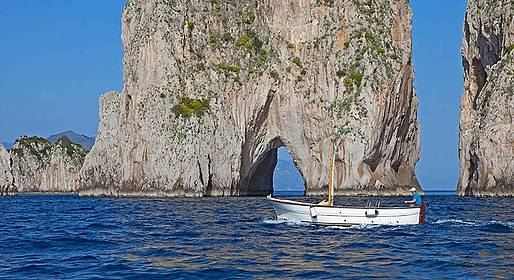 Blue Sea Capri - Tour de barco ao redor da ilha com drink ao entardecer