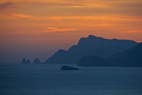 Blue Sea Capri - Giro dell'isola con aperitivo al tramonto!