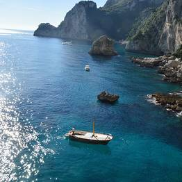 THE DIVINE:  2.15 hour tour of Capri island