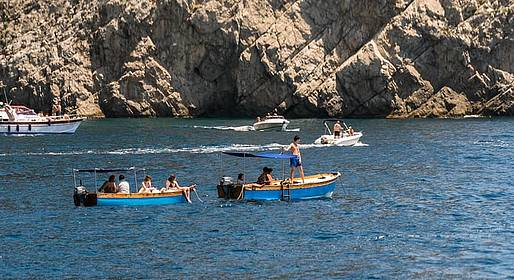 Capri Blue Boats - Rent a Lancia Caprese from Marina Piccola