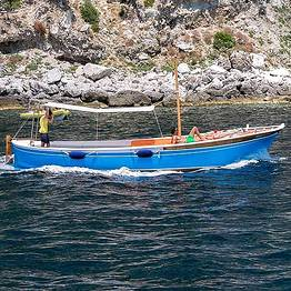 Capri Blue Boats - Tour around Capri by Traditional Gozzo