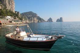 Capri Blue Boats - Passeio de barco (gozzo) de meio dia ao redor de Capri