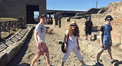 Sorrento Limo Web - Transfer Naples-Positano (or vice versa) + Pompeii Stop