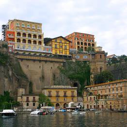 Eurolimo - Traslado de Nápoles a Sorrento prático e seguro