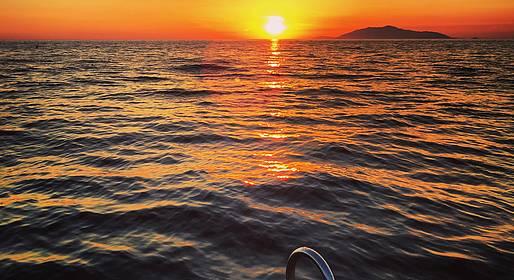 Capri Island Tour - Aperitivo al tramonto con brindisi sotto i Faraglioni