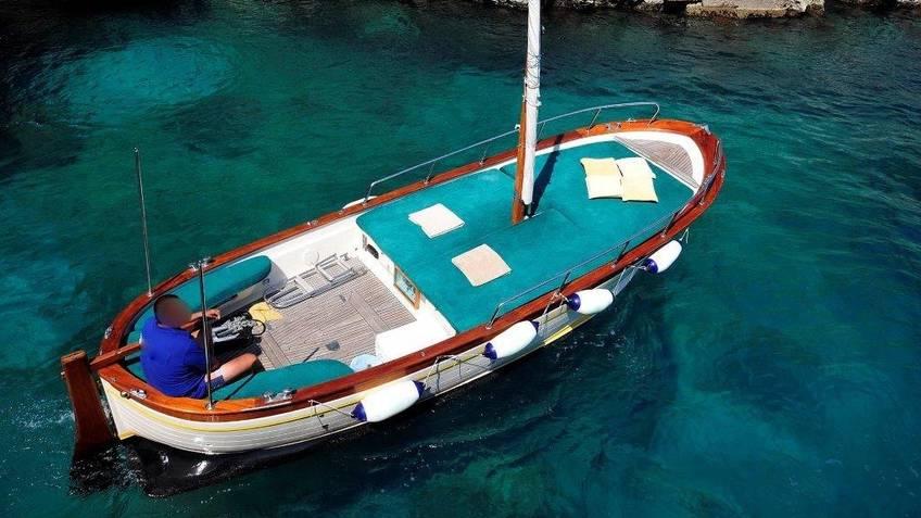 Capri Boat Service - Giro privato di Capri in gozzo (2-3 ore) + sosta bagno