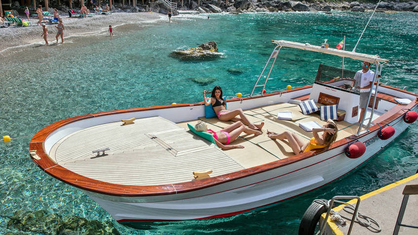 """Bagni Tiberio Boats - Il """"classico"""" giro dell'isola di Capri (2,15 ore)"""
