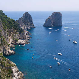 Capri in barca: mare, sole e divertimento
