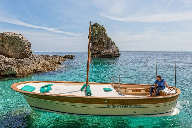 Boat Transfer For A Seaside Dinner In Nerano From Capri | CLOUDY ...