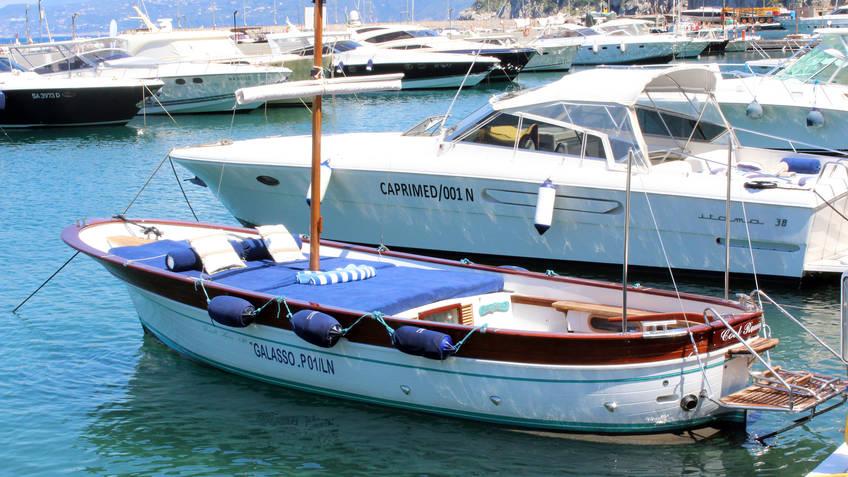 Capri Boat Service Luxury - Boat Tour of Capri by Luxury Gozzo from Positano/Amalfi