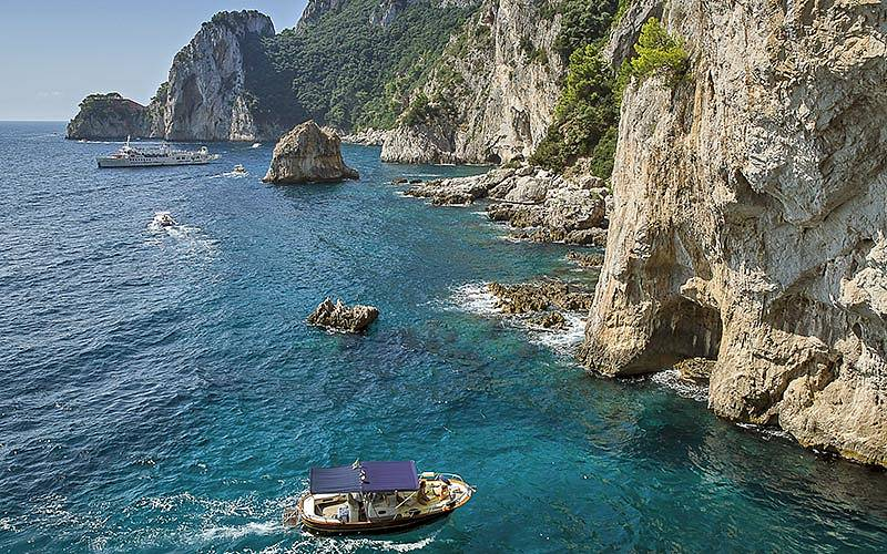 """Blue Sea Capri - Il """"classico"""" giro dell'isola di Capri in barca"""