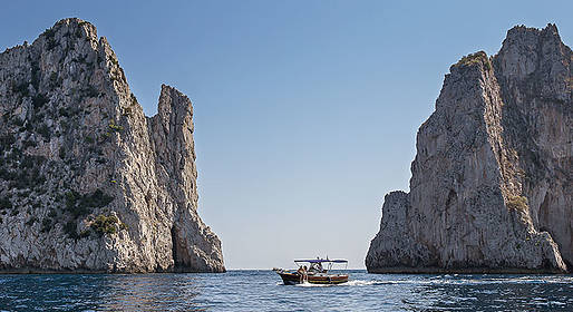 Blue Sea Capri - Boat Tour of Capri via Apreamare Gozzo