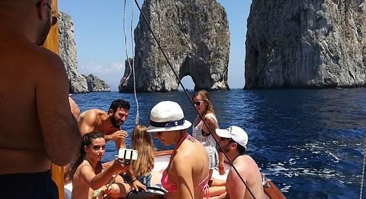 Blue Sea Capri - Boat Tour of Capri via Apreamare Gozzo