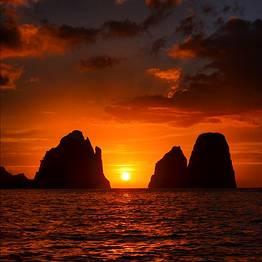 Selfie-tour com o cenário perfeito em Capri: Faraglioni